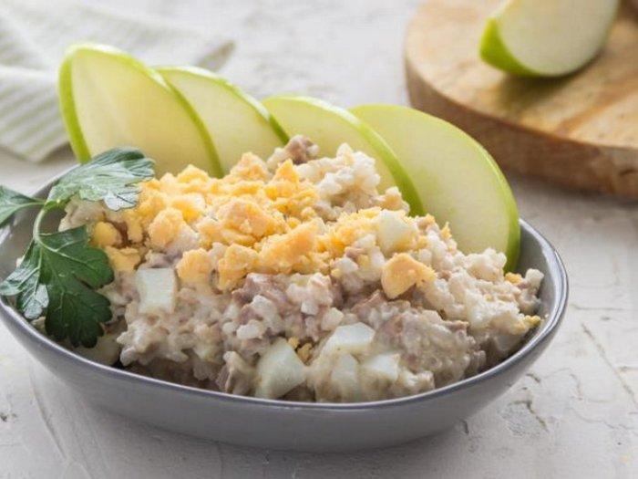 Салат из печени трески с луком