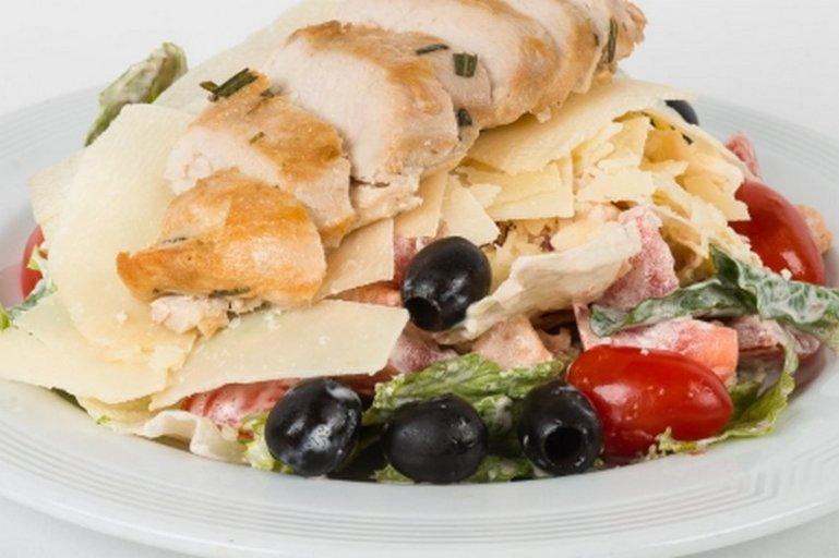 Шопский салат с копченым сыром