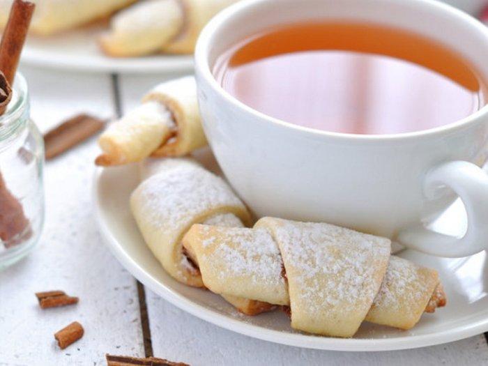 Как испечь быстрые творожные рогалики к чаю