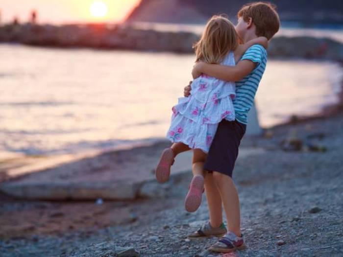 Почему я не разрешаю своим сыновьям обнимать их сестру?