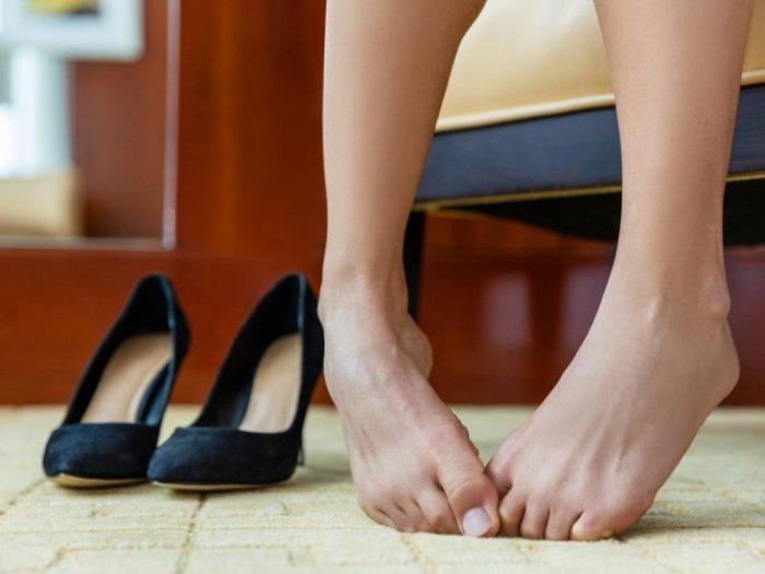 Как избавится от неприятного запаха ног