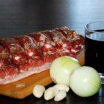 Пьяные свиные ребрышки, запеченные со сливами