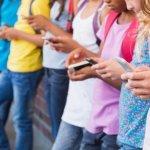 Как влияет на вашего ребенка всего 1 час, проведенный в соцсетях
