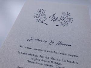 invitacion de boda con flores delicadas en acuarela