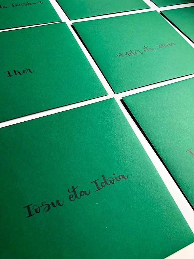 sobre lettering verde