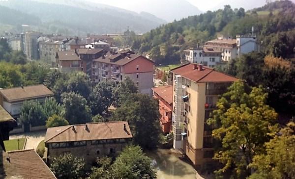 Algunos vecinos pasarán a pagar 1,300 euros de IBI FOTO. dotb.eus