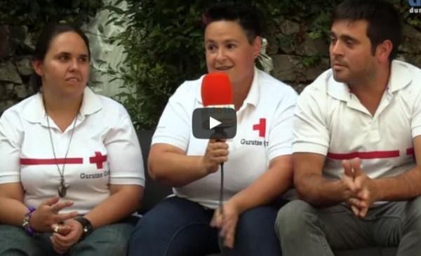 Momento de la grabación con tres representantes de Cruz Roja Durango