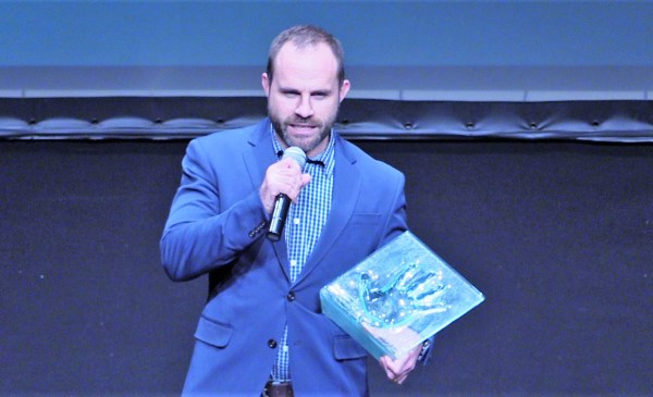 Alain Salterain ha recibido el premio esta tarde FOTO. dotb.eus