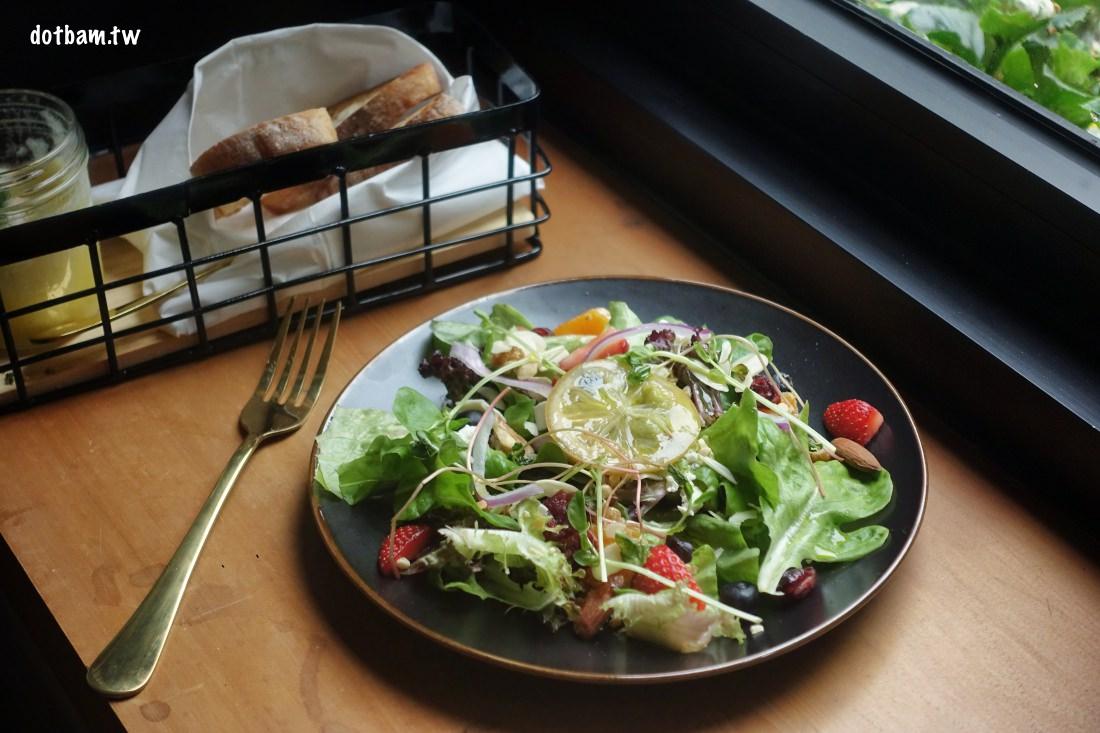 民生社區平價美食推薦 EGGY 什麼是蛋澳式早午餐,花草開放式用餐空間