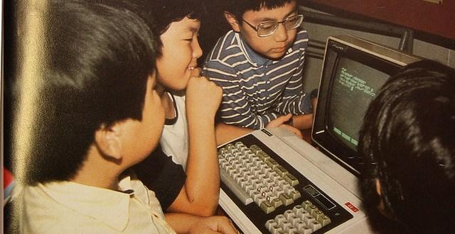 Kinder gemeinsam am Computer