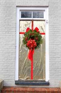 Decorating Your Doorway for Christmas - Dot Com Women