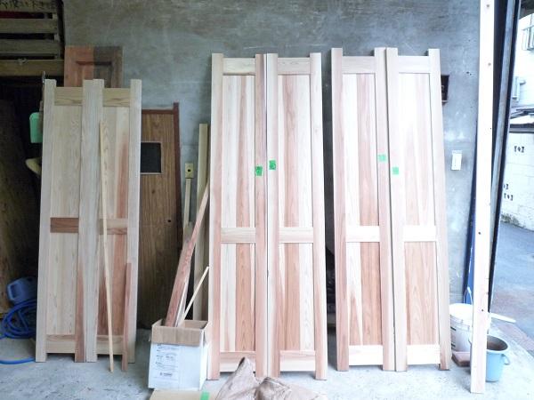 無垢の木で造ったクローゼットドア