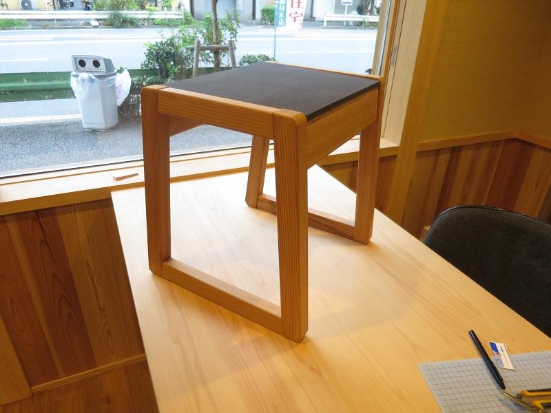 秋田杉で作った椅子