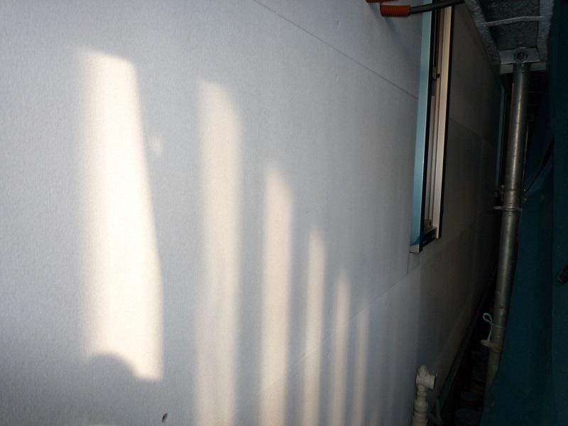 外壁と足場の距離