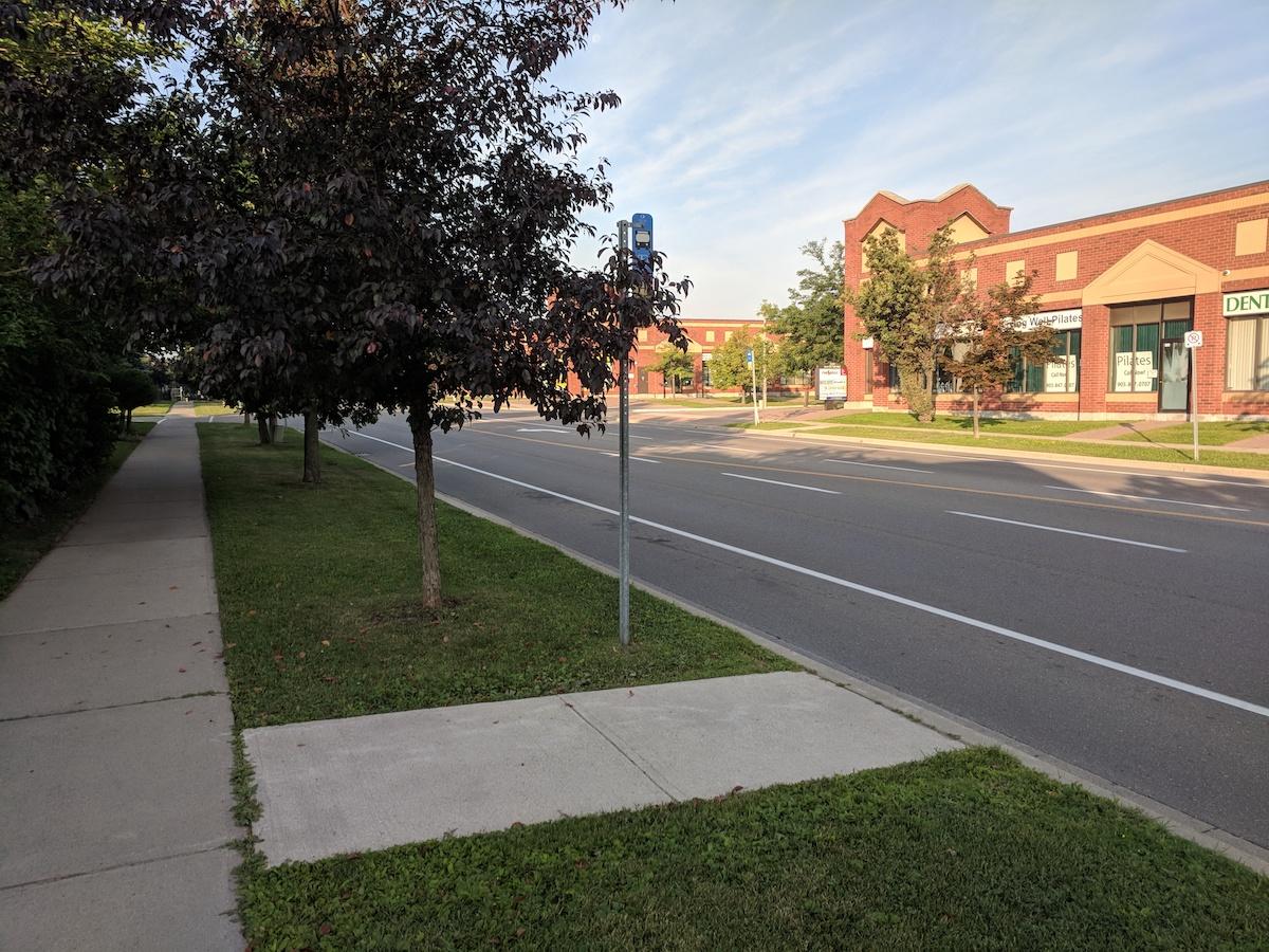 Обычная канадская автобусная остановка