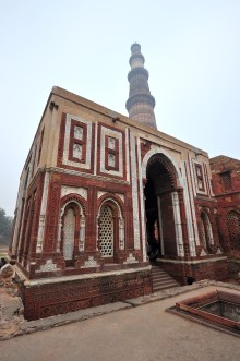 Mesquita de Quwwat-ul-Islam e a Torre