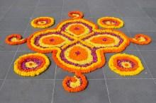 Tudo no casamento indiano é decorado com flores frescas, que simbolizam beleza.