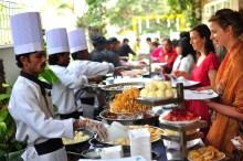 Pra encerrar. Muita comida ao estilo casamento indiano. ehehhe