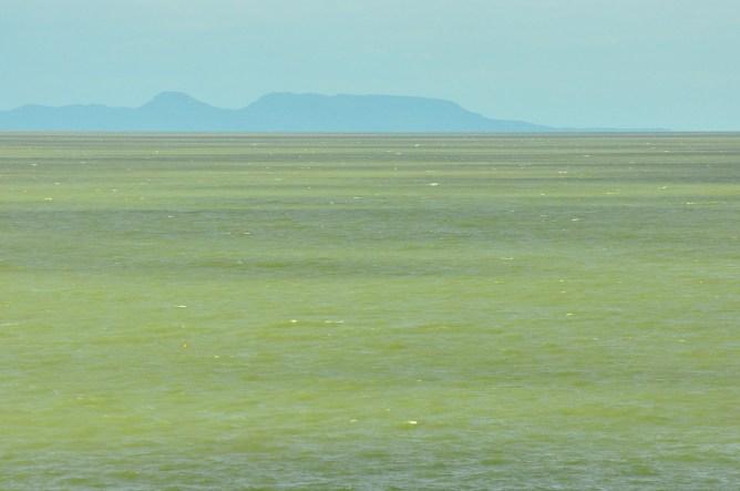 O lago verde de Cahora Bassa. Não, não é photoshop esta cor.