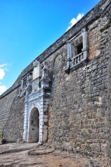 A portão de entrada principal (Portão de Armas)