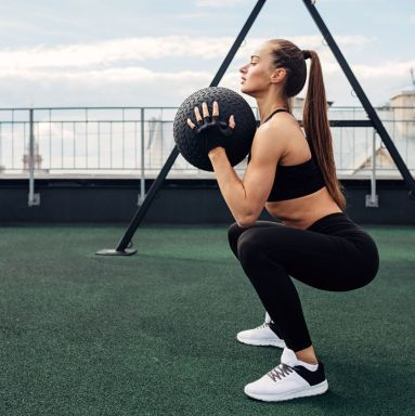 woman doing thrusters
