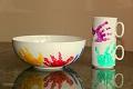 Geschenke basteln mit Kindern - Tassen und Schüsseln mit Handabdruck