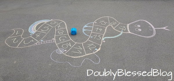 Leiterspiel aus Kreide - Spielidee für Kinder