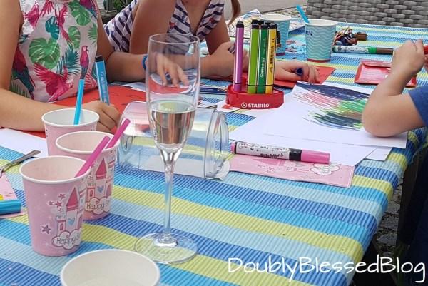 Kindergeburtstag, Geburtstagsparty mit Kindern, Es kehrt Ruhe ein, Gebutstagsfest