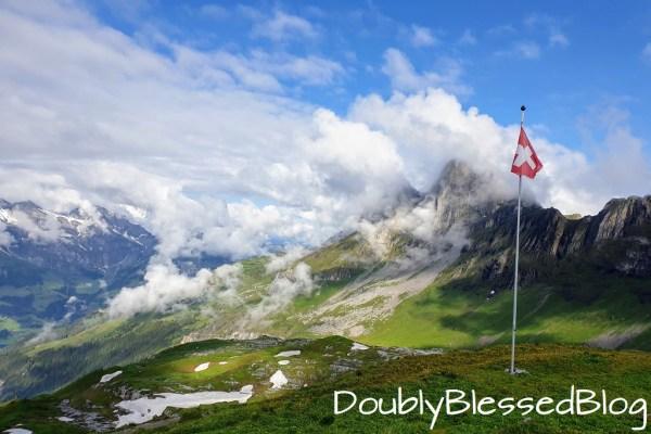 Aussicht von der Rugghubelhütte nach Engelbarg