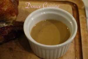 Pintade rôtie sauce foie gras.