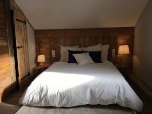Tete de lit en vieux bois
