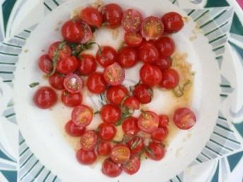 Tomates cerises marinées au basilic et haricots verts 羅勒醃櫻桃蕃茄配四季豆