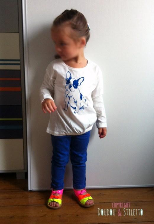 T-shirt Zara, pantalon Zara, sandales Pom d'Api
