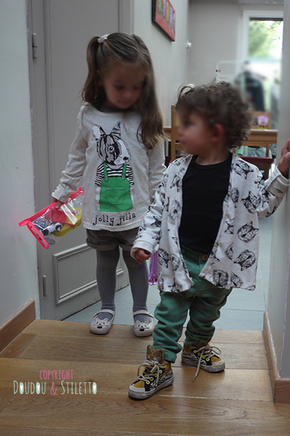Choupette : T-shirt de Thaïlande, chaussures Mini Melissa / Little S : gilet de Thaïlande, baskets Milk on the rocks x Feiyue