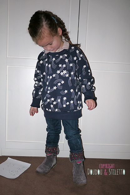 Sous pull Little Marc Jacobs, sweat Mini Rodini, jean Zara, bottines Pom d'Api