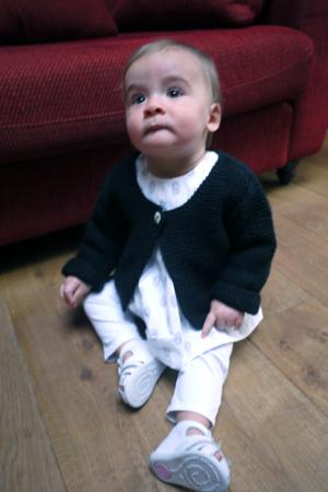 Gilet fait maison, chemise Petit Bateau, legging DPAM, chaussures Babybotte