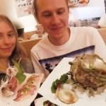 巨大サザエ&鯵の造りにビックリ!スウェーデン人カップル!/ Big Turban Shell and Mackerel Sashimi!