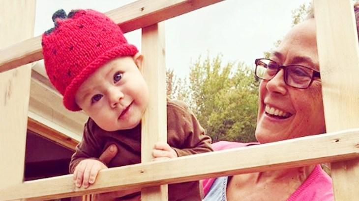 かわいいおばあちゃんと赤ちゃんの瞬間 – かわいい赤ちゃんのビデオ