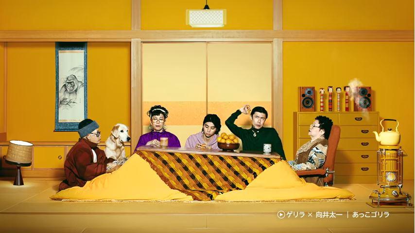 村上虹郎 らが出演する Spotify Japan のCM 「今のサントラ 年末年始の実家」篇。曲 ゲリラx向井太一 「あっこゴリラ」