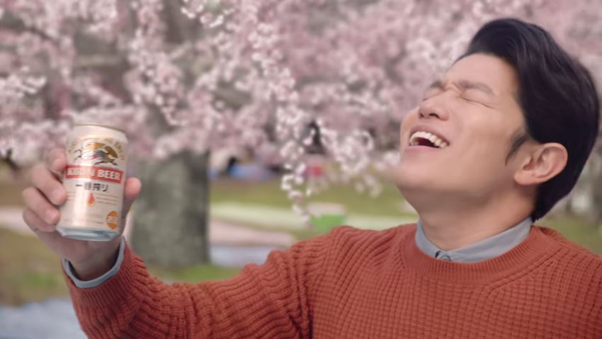 鈴木亮平 が出演する キリンビール キリン一番搾り のCM「鈴木亮平 桜」篇 とメイキング映像。