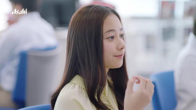 堀田真由 ムロツヨシ 満島真之介 松岡茉優 が出演する アサヒグループ食品 MINTIA のCM