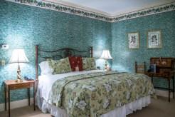 Deerfield Inn - room 143 - king bed