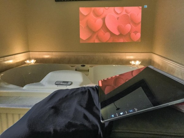 Lenovo Yoga Tablet 2 Pro projecting image on the wall