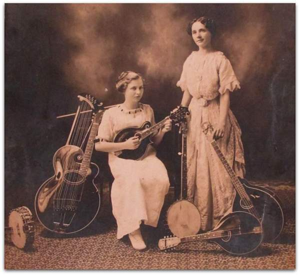 Two women with mandolin, mandola, mandocello, harpguitar and banjos.