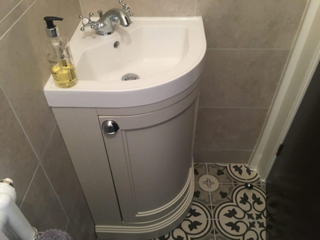 Traditional Basin Unit with Geometric Floor