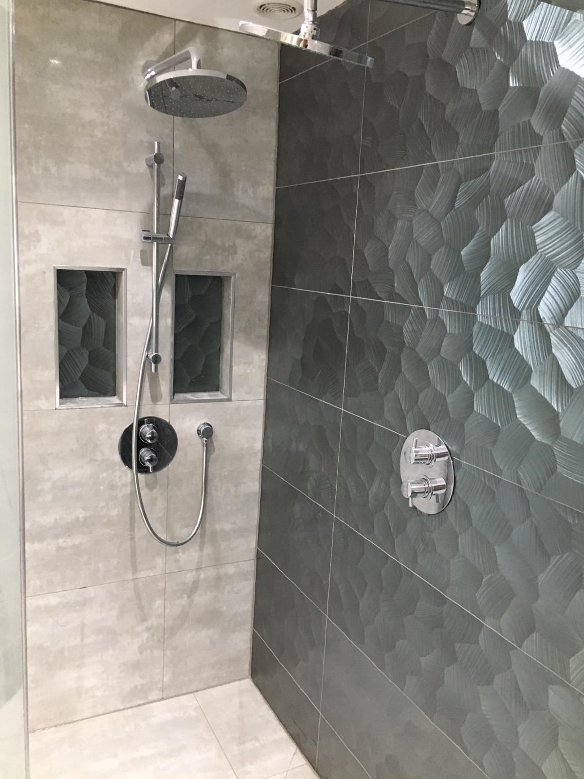Gloss Feature Wetroom 10