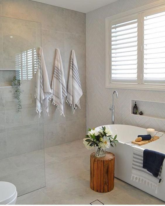 Contemperary open wetroom with free standing bath and built in recesses