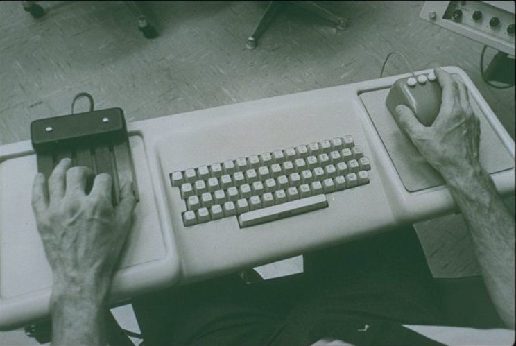 1968 version includes 3-button mouse and 5 key keyset