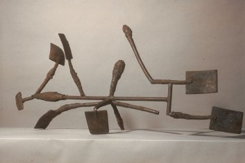 Mudra I, 1983. Steel 33 x 72 x 19 in.