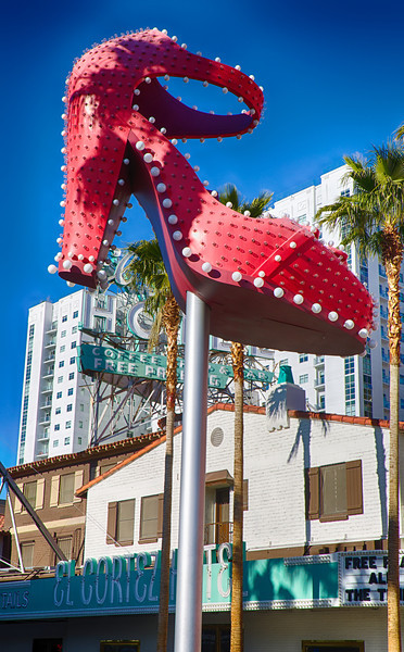 Mantis at Container Park-Downtown Las Vegas, Gallery included